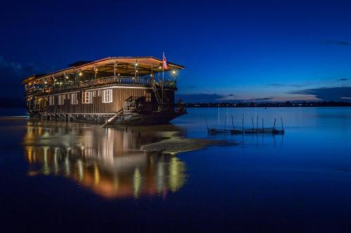The Vat Phou Cruise, Champasak