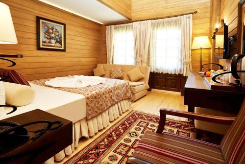 مزدوجة مع سرير أريكة (Double Room with Sofa Bed)