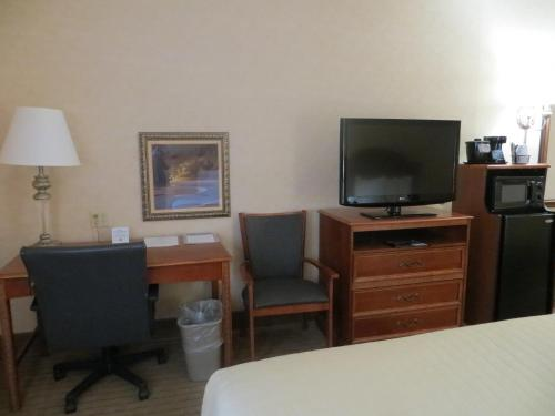 Hotel Baymont Indianapolis Plainfield In Booking Com