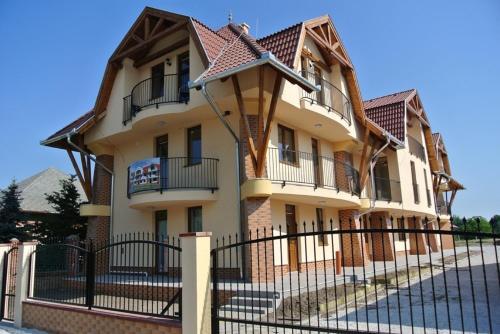 Отель Éva Apartman Cserkeszőlő 0 звёзд Венгрия