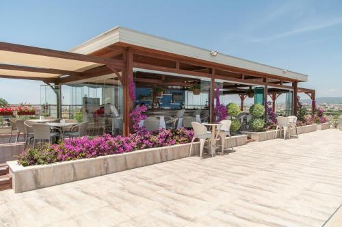 Babylon Beach Residence 2, Side