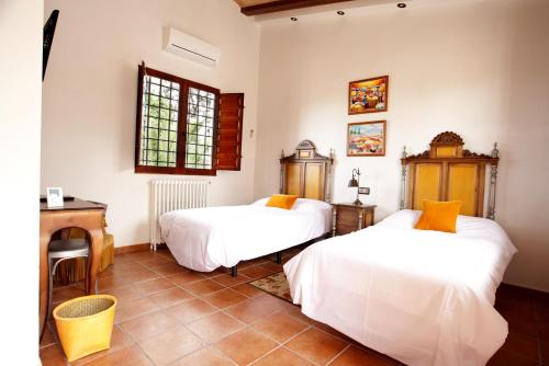 Superior Twin Room - Disability Access - single occupancy Casa de La Campana 1