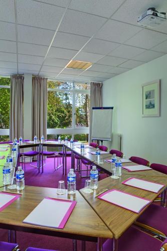 Hotel belambra le normont h tel avenue d 39 orl ans 91410 for Piscine dourdan