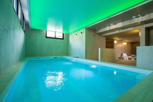Soleil vacances parc h tel r sidence h tel central parc 05100 brian on a - Hotel de luxe serre chevalier ...