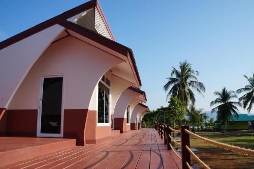 Lomtalay Resort Trat, Ban Bang Pit Lang