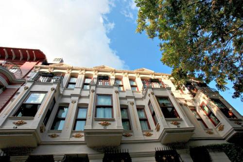 Hotel hotel troya balat stanbul turkey online for Educa suites balat hotel