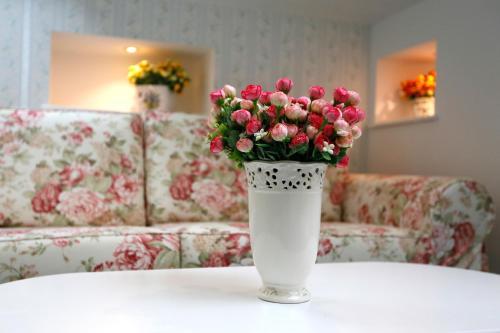 Stay at Hotel Les Jardins Carol