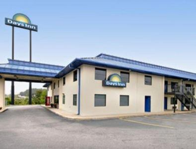 Photo of Days Inn Macon West Hotel Bed and Breakfast Accommodation in Macon Georgia