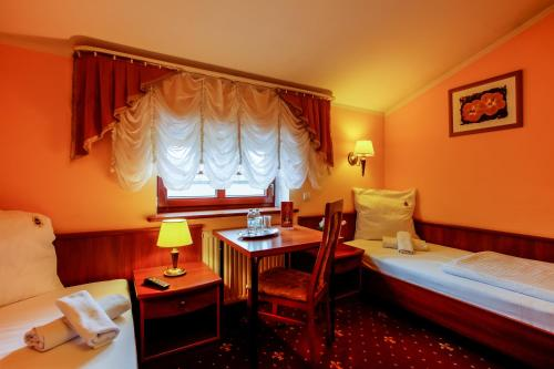 Отель Hotel Palac Wisniewski 3 звезды Польша