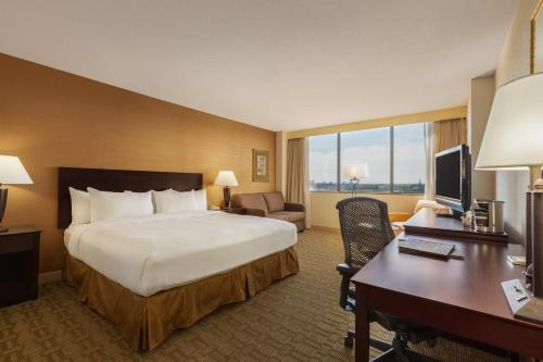 ➦  Hilton Worldwide    (Indiana) customer rating