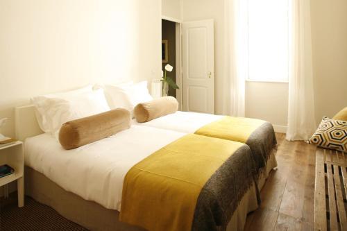a casa das janelas com vista r servez en ligne bed breakfast europe. Black Bedroom Furniture Sets. Home Design Ideas