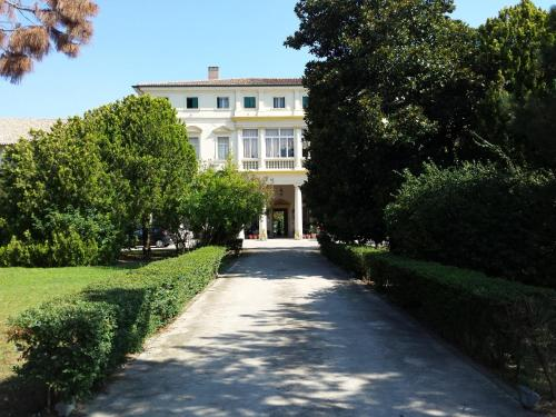 Hotel Villa Carrer front view