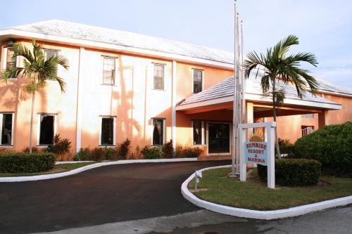Sunrise Resort and Marina front view
