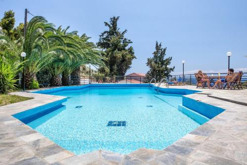 Stafylos Suites & Boutique hotel