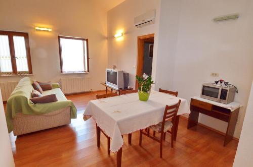 Mon Perin Castrum - Apartment Ana