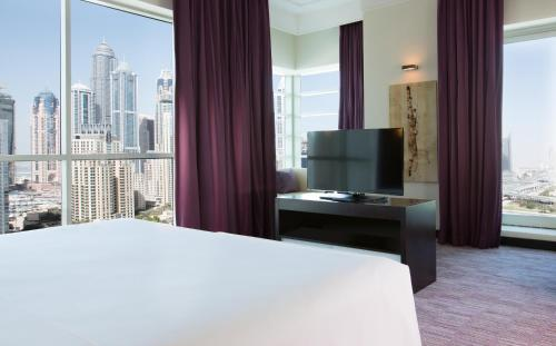Pullman Dubai Jumeirah Lakes Towers photo 3