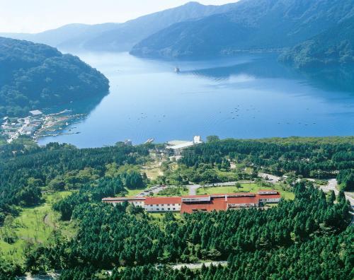 Hakone Lake Hotel front view