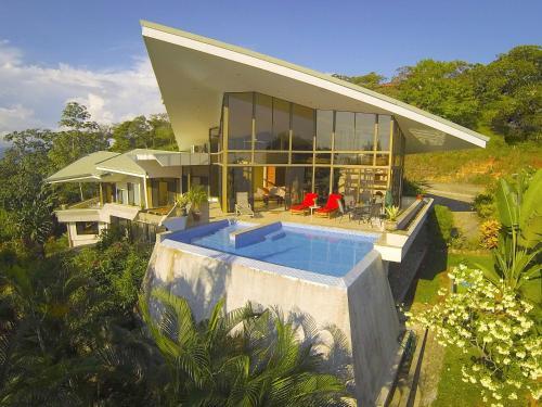 Casa De Las Cascadas front view