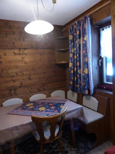 Apartament d'Una Habitació (3 Adults + 1 Infant) (One-Bedroom Apartment (3 Adults + 1 Child))