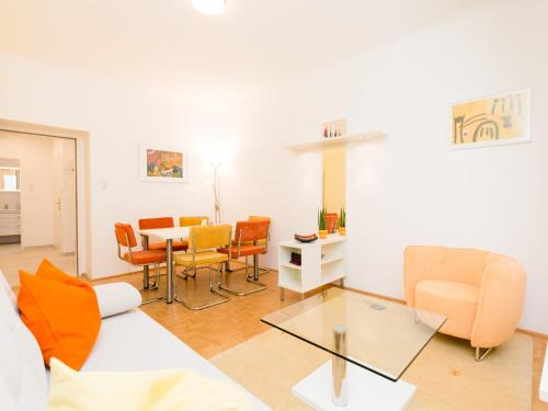 Two-Bedroom Apartment, Address: Dorotheergasse 22, 1010 Vienna