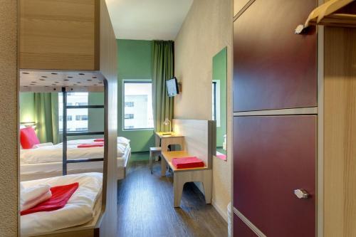 MEININGER Hotel Amsterdam City West photo 6