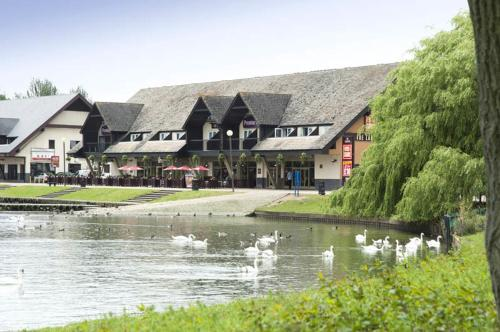 Picture of Premier Inn Milton Keynes East - Willen Lake