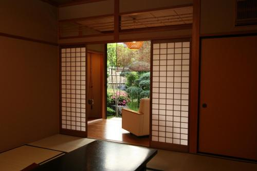 和室 シャワー付 (Japanese-Style Room with Shower)