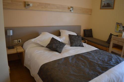 h tel m lodie h tel 2 avenue victor hugo 01100 bellignat adresse horaire. Black Bedroom Furniture Sets. Home Design Ideas