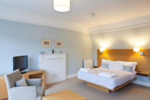 Blueprint living apartments doughty street book online bed view all 18 photos malvernweather Choice Image