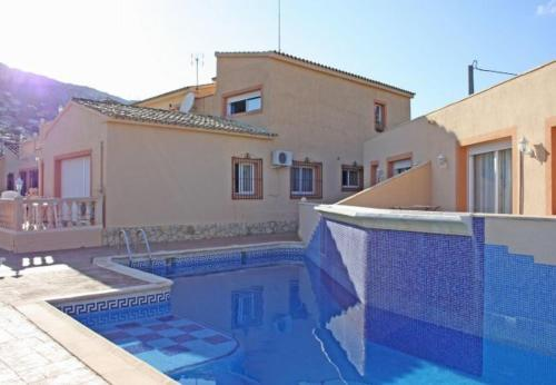 Bungalow with garden, pool in Alicante