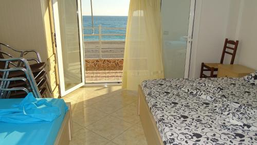 Easy Relax Front Sea Apartment..