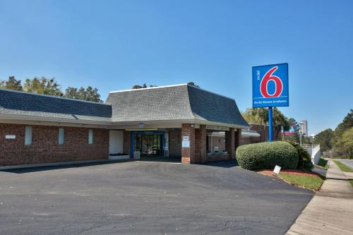 Picture of Motel 6 Tallahassee - Downtown