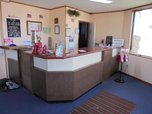Pine Lodge Motel