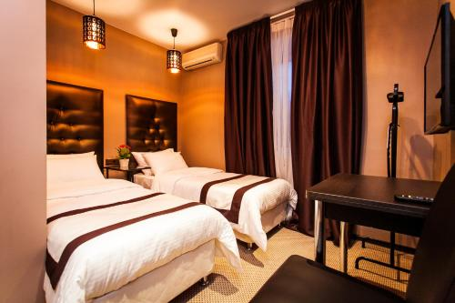 Stay at Leo Hotel