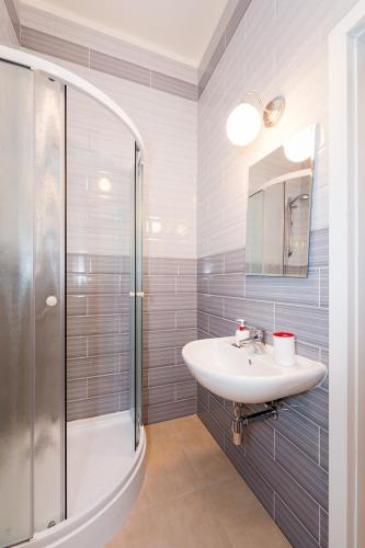 Modern apartment Ve Smeck�ch 24