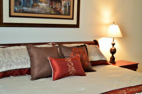Lafayette Manor Bed & Breakfast