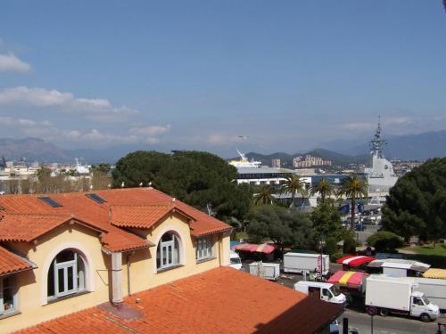 Appartement centre ville ajaccio ajaccio corsica for Piscine ajaccio