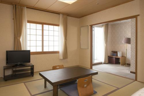 Japanese-Style Room with Garden View and Shared Bathroom - Non-Smoking