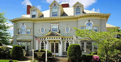 Photo of Edgewood Manor Inn Bed and Breakfast Hotel Bed and Breakfast Accommodation in Providence Rhode Island