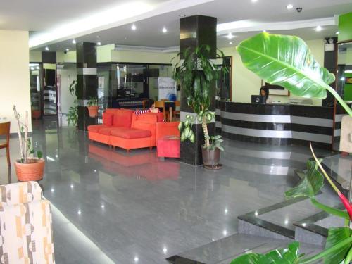Mon Cricket Hotel C.a