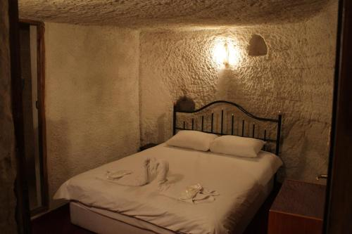 Standard Cave Double Room