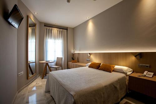 Doppel- oder Zweibettzimmer Hotel Barrameda 2
