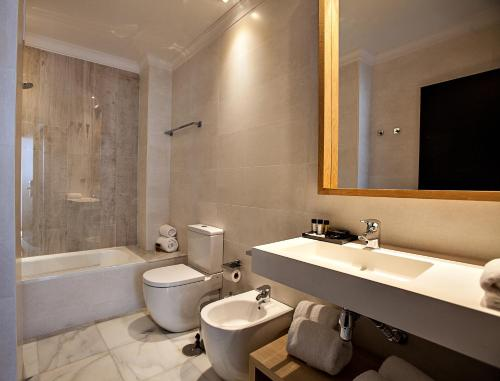 Doppel- oder Zweibettzimmer Hotel Barrameda 4