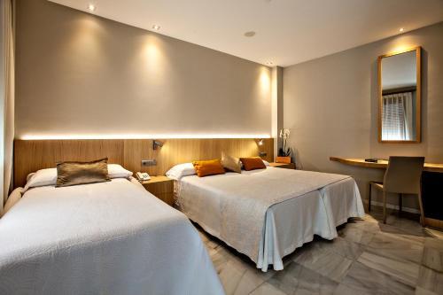 Dreibettzimmer Hotel Barrameda 1