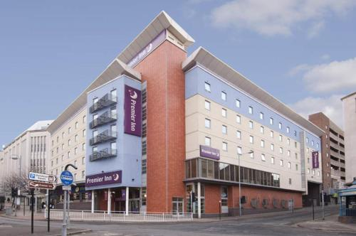 Premier Inn Sheffield City Centre (Angel St)