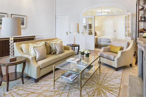 ➦  Fairmont Raffles Hotels International    customer rating
