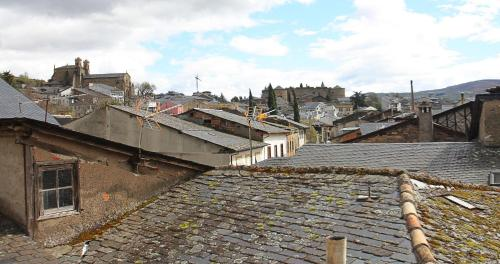 Habitación con cama grande  Las Doñas del Portazgo 5