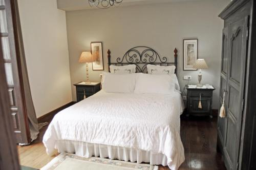 Double or Twin Room A Pedreira 7