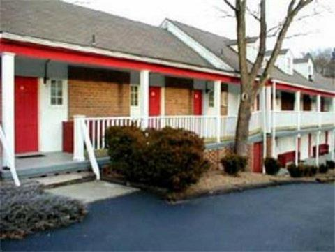 Photo of Fort Savannah Inn Hotel Bed and Breakfast Accommodation in Lewisburg West Virginia