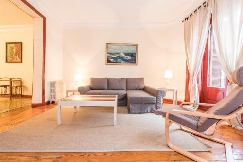 Zwei Schlafzimmer Apartment mit Balkon (Two-Bedroom Apartment with Balcony)